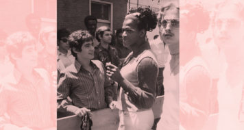 A drag queen Marsha P. Johnson, figura importante nos protestos em Stonewall, marca presença na primeira Marcha do Orgulho Gay, em Nova York, 1970 (Foto Leonard Fink / Arquivo da História Nacional do Centro Comunitário LGBT)