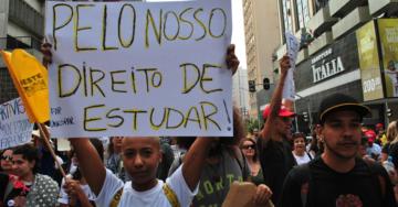 Estudentes participaram do protesto de 29 de abril em Curitiba contra o sucateamento da educação públuica | Foto: Arquivo Portal Periódico