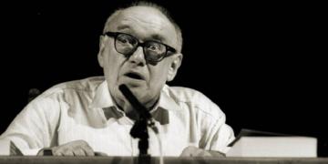 Ernst Jandl em uma leitura em 1992. (imago / gezett Deutsches Theater /