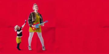 Cartaz do espetáculo What Girls Are Made Of, estrelado por Cora Bissett (Reprodução)