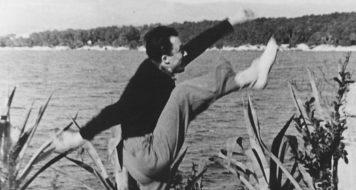 Em 1945, na Ilha de Saint-Honorat, Riviera Francesa