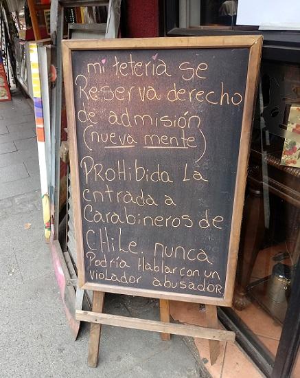 Placa em casa de chá no centro de Valparaíso (Foto: Wilson Alves-Bezerra)