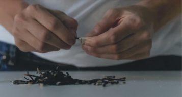 trabalho de Roberta Goldfarb - frame do vídeo VI TODAS AS COISAS, E MARAVILHEI-ME DE TUDO, MAS TUDO OU SOBROU OU FOI POUCO - NÃO SEI QUAL - E EU SOFRI / 2014