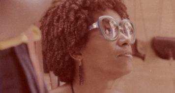 Em 1979 Lélia fez uma série de viagens internacionais para entrar em contato com lideranças do movimento negro. Aqui ela está em Dacar, capital do Senegal