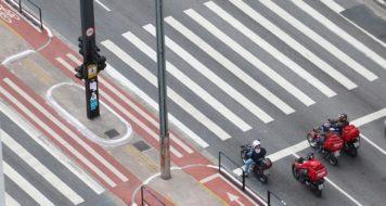 Avenida Paulista em São Paulo no primeiro dia de fechamento do comércio na cidade (Roberto Parizotti)