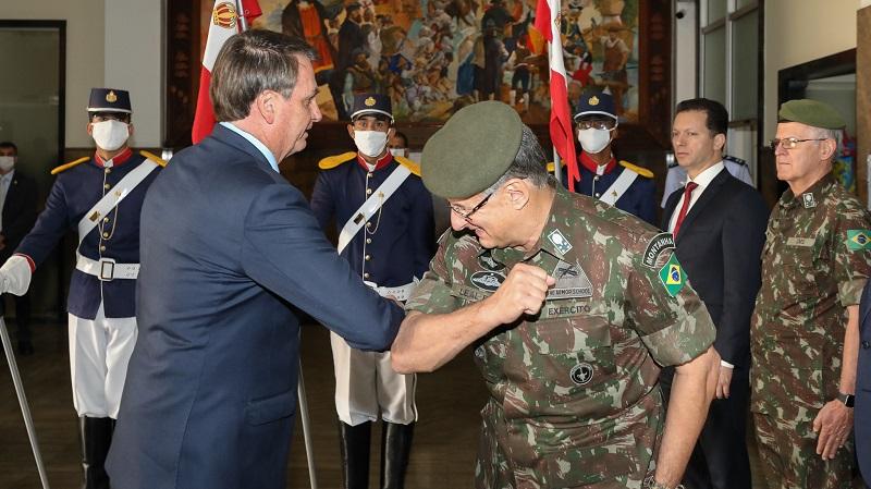 Bolsonaro, durante visita ao Centro de Operações de combate ao COVID-19 do Comando Militar do Sul .