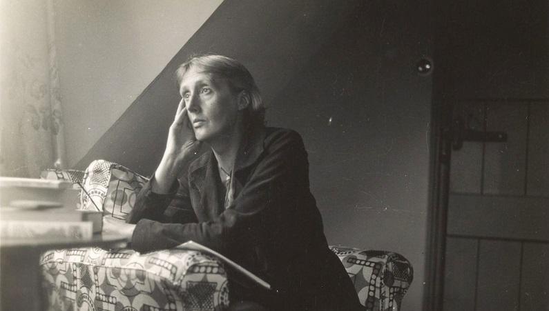 Estante: Virginia Woolf, Derrida, Gramsci