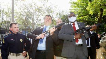 Presidente da República, Jair Bolsonaro durante ato de entrega de viaturas e de armamentos à Polícia Rodoviária Federal. Carolina Antunes/PR