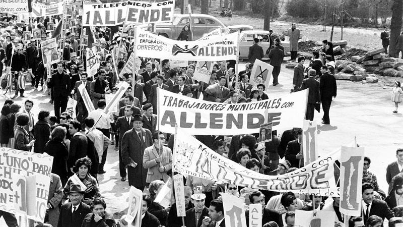 Trabalhadores chilenos marcham em apoio a Salvador Allende em 1964