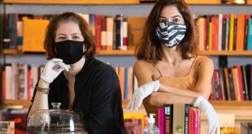 Leticia Bosisio e Martha Ribas, sócias da Livraria Janela, no Rio, que foi inaugurada no dia do anúncio da quarentena