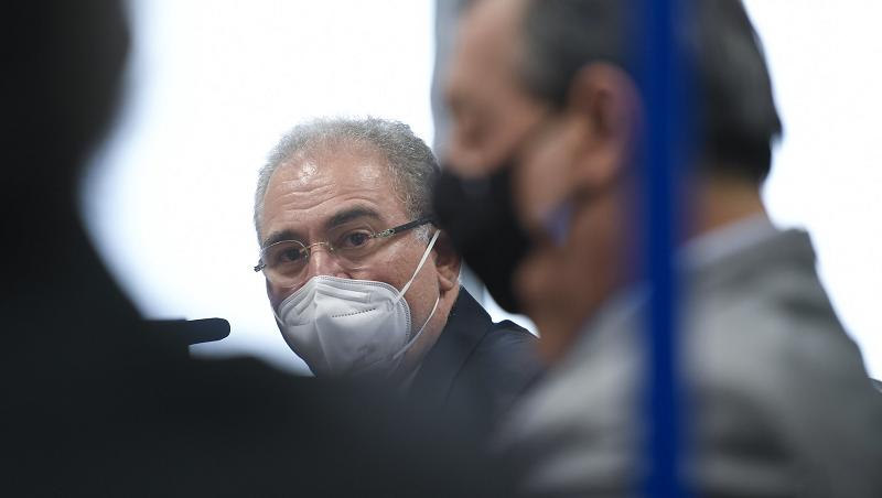 Médico não é cientista! A batalha da cloroquina chega à CPI