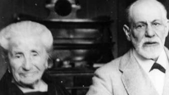 Freud e sua mãe Amália em 1926 (Foto: Reprodução)