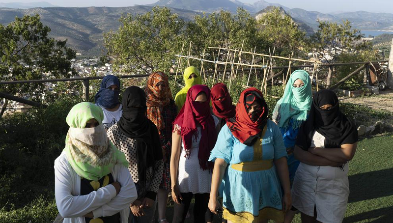 Trabalhadoras marroquinas nos campos de frutas vermelhas de Huelvia (Foto: Reprodução)